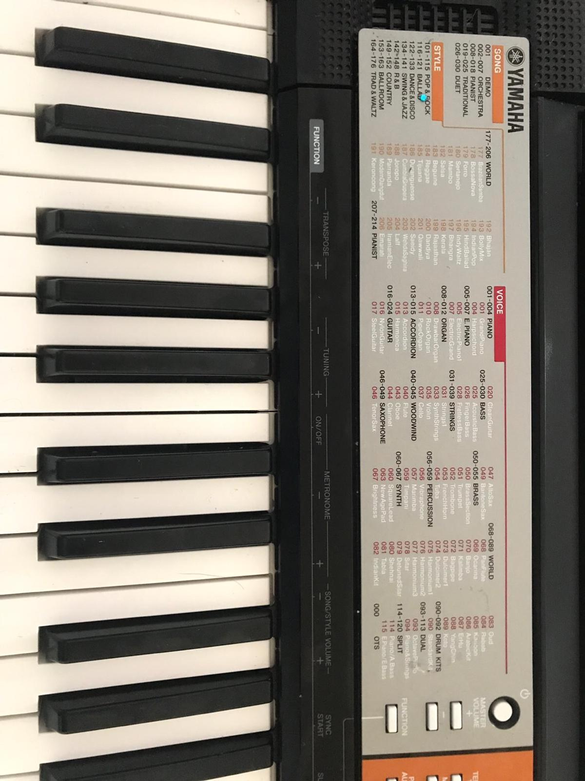 Yamaha keyboard with stand and stool in Aylesbury Vale for £50 00