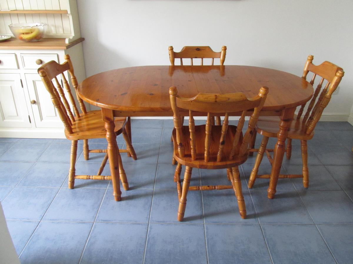brand new 0503b 4bc75 Extending pine dining table.