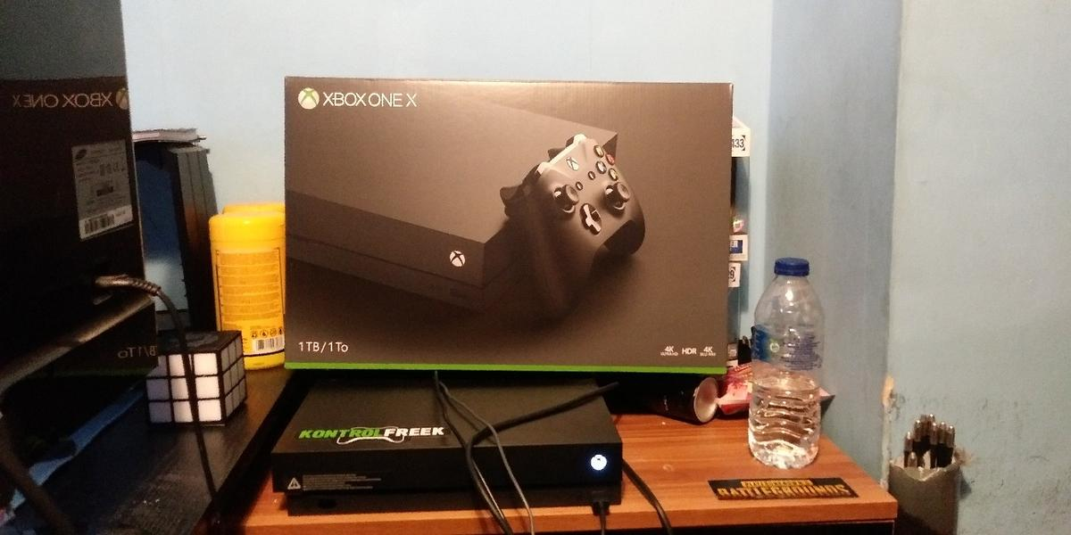 xbox one x 1tb with box