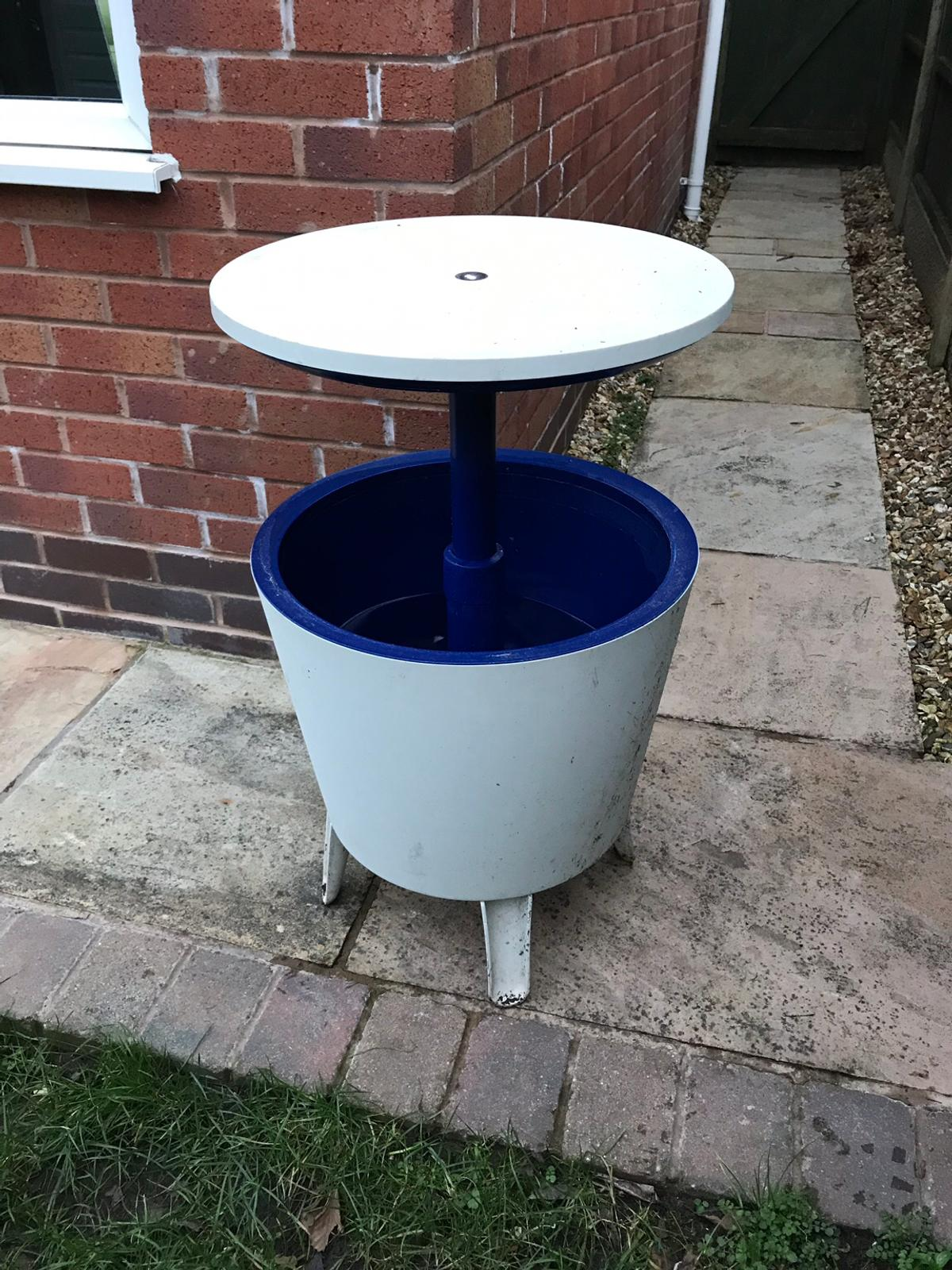 Costco drinks cooler and table in Wigan for £20.00 for sale | Shpock