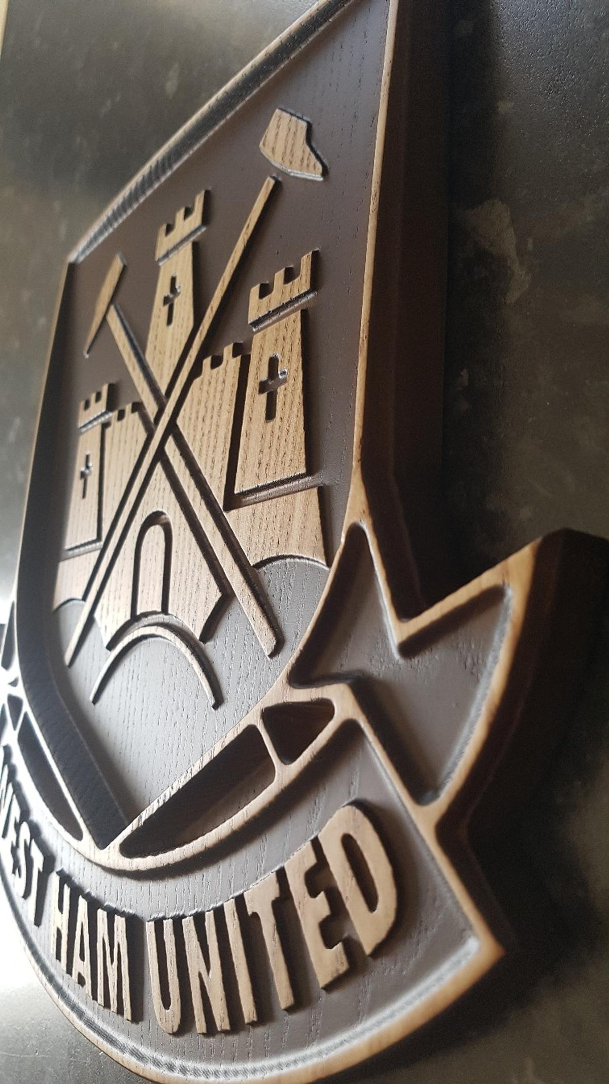 WEST HAM UNITED FC Wood Carving Crest Logo in E14 London für