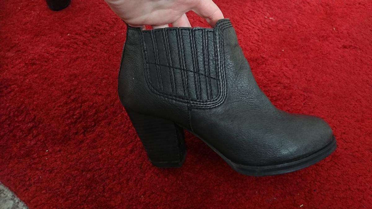clarks boots shoes size 5 5.5 wide fit soft in Tresillian