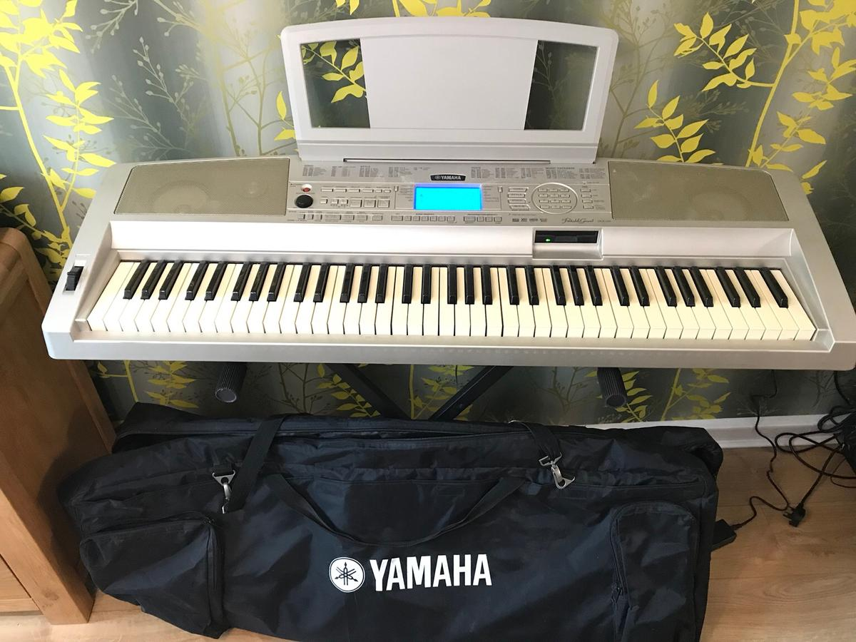 Yamaha Grand DGX-300 keyboard+stand+case in SS9 Sea for £120 00 for