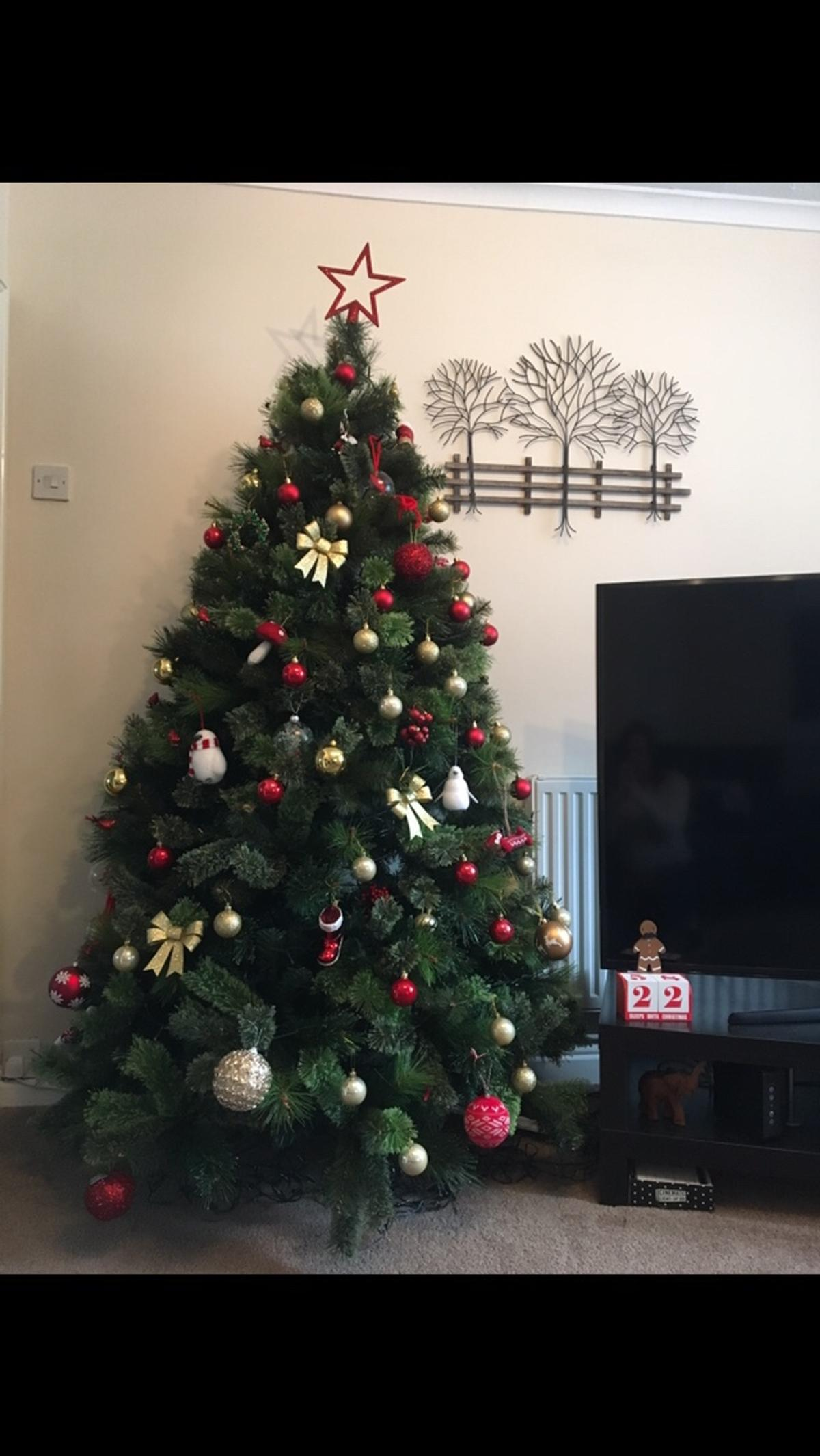 Artificial Christmas Tree Branches.Christmas Tree