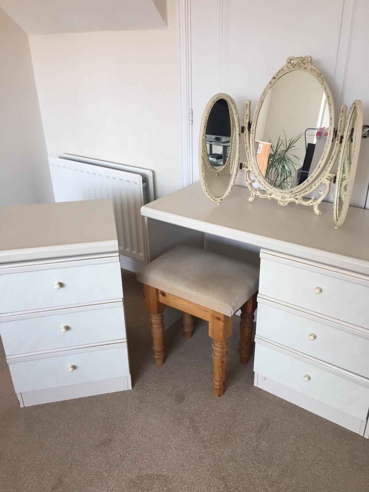 best authentic d47e9 f1a5a Dressing table/chest of drawers/stool/mirror
