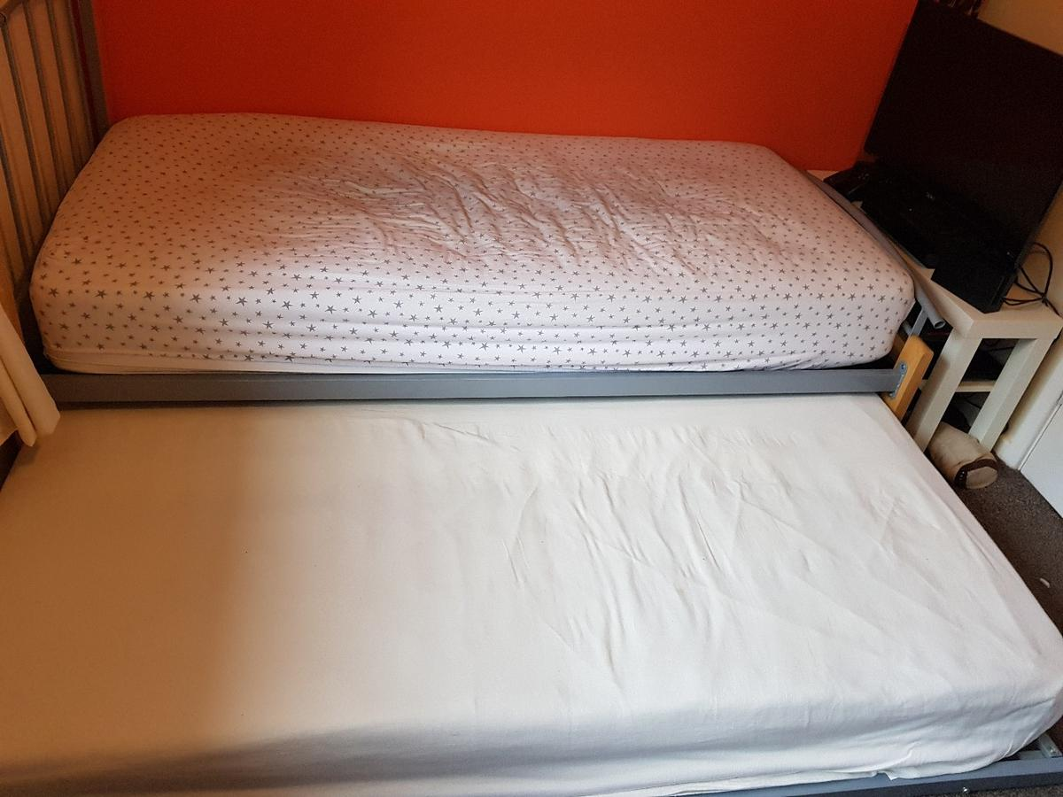 Single Bed Pull Out Guest In
