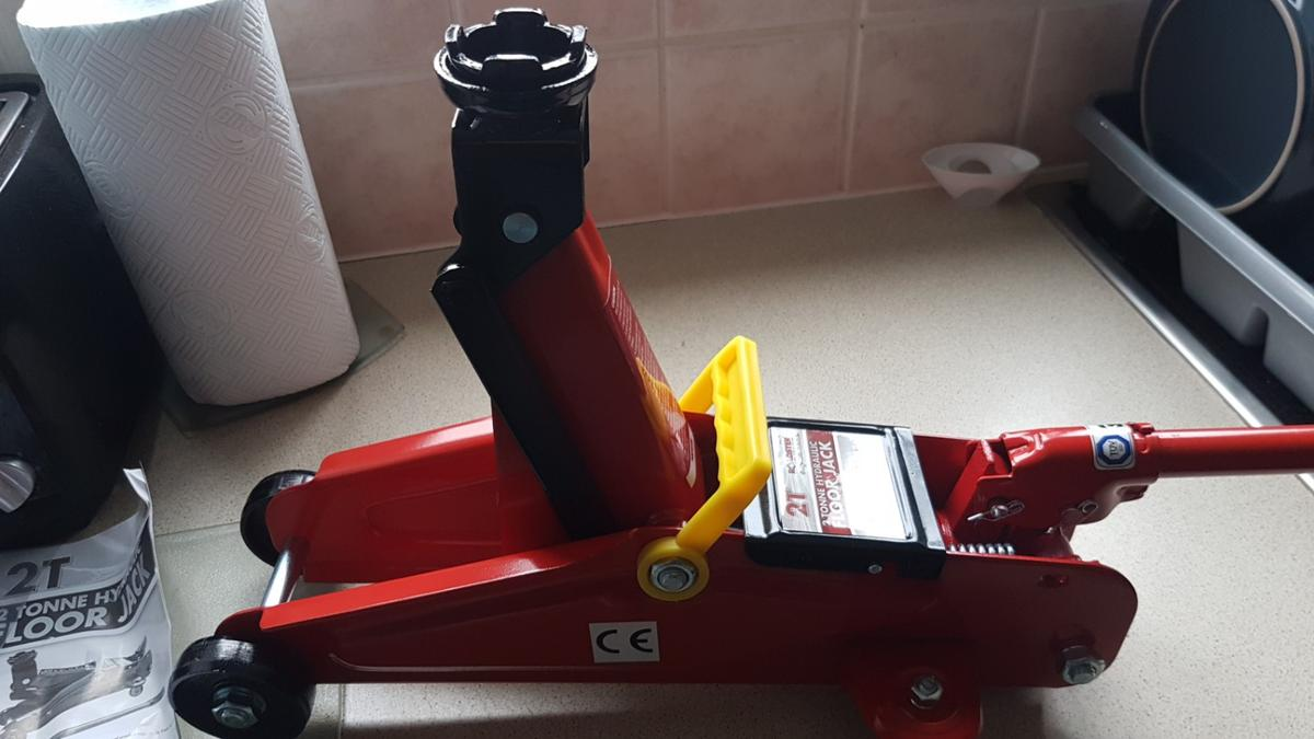2 ton trolley jack in TS18 Stockton-on-Tees for £30 00 for sale - Shpock