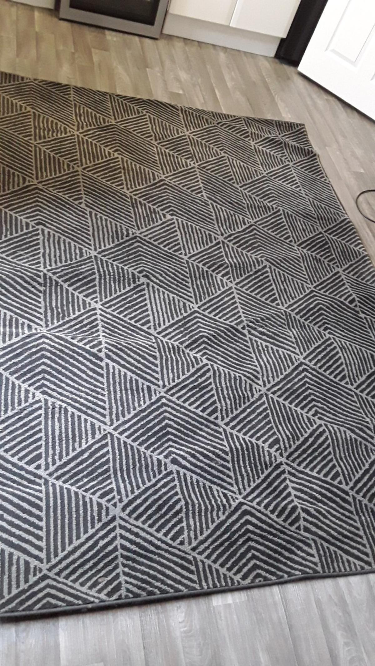 black and grey rug xl excellent condition like new