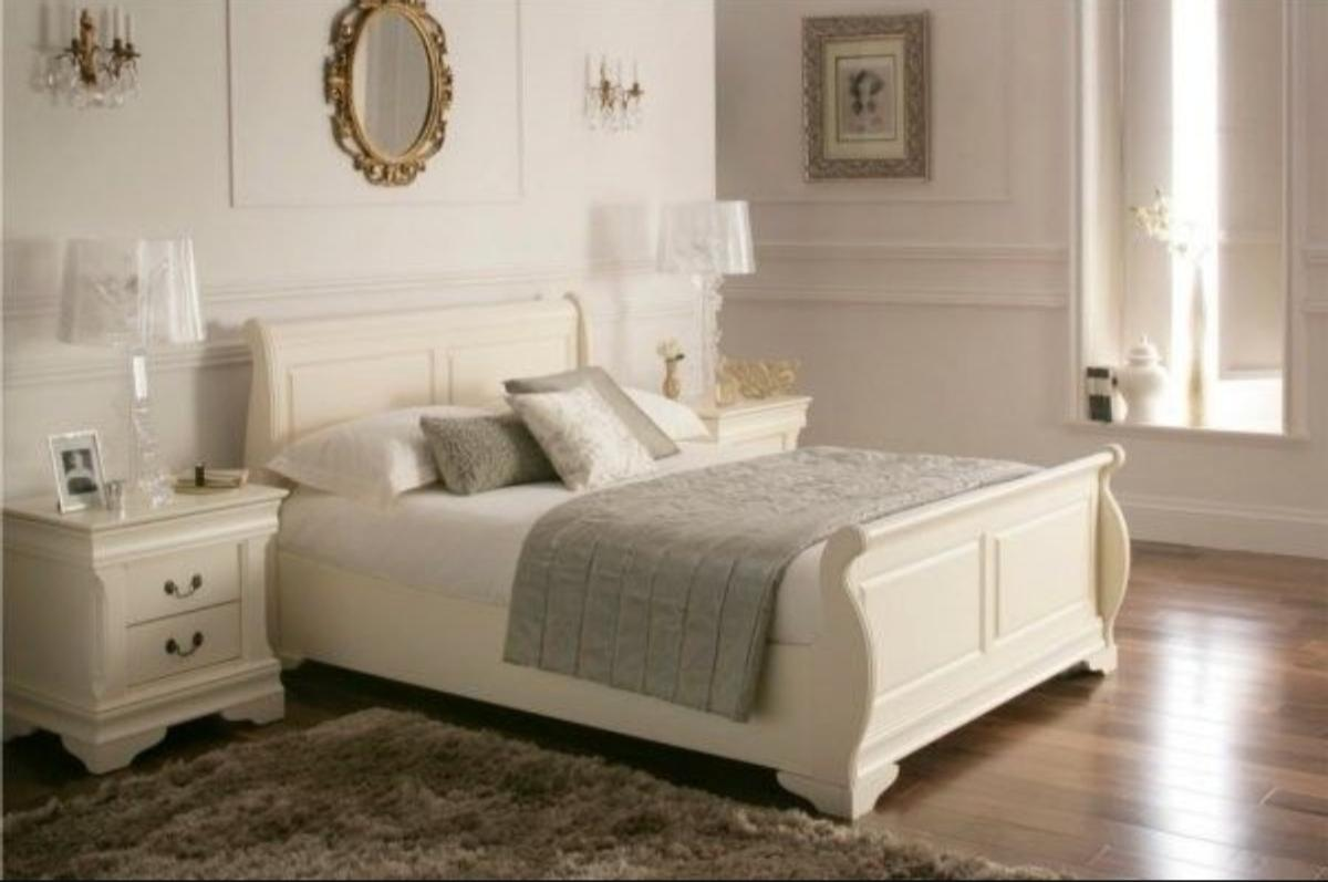 - King Size Sleigh Bed & Bedside Cabinets In GU14 Rushmoor Für 250