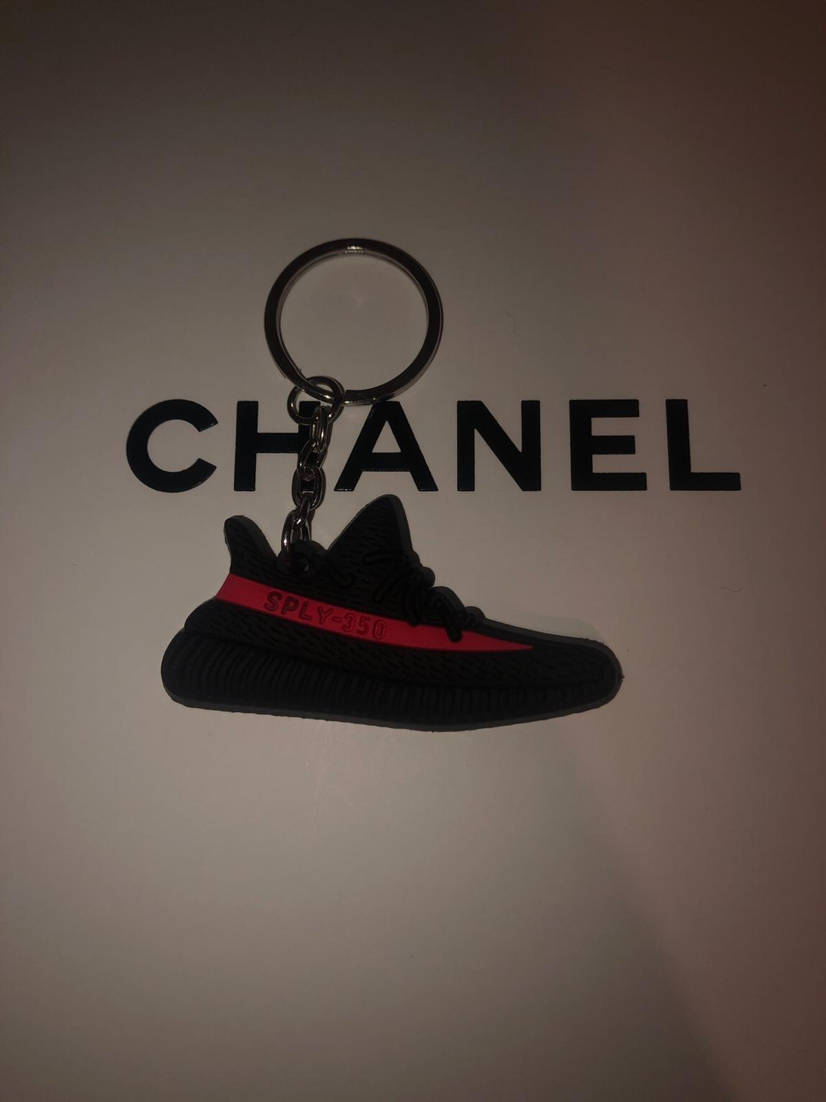 buy online fc26b d0888 👟Adidas Yeezy Boost 350 V1 Black/Red Keychain