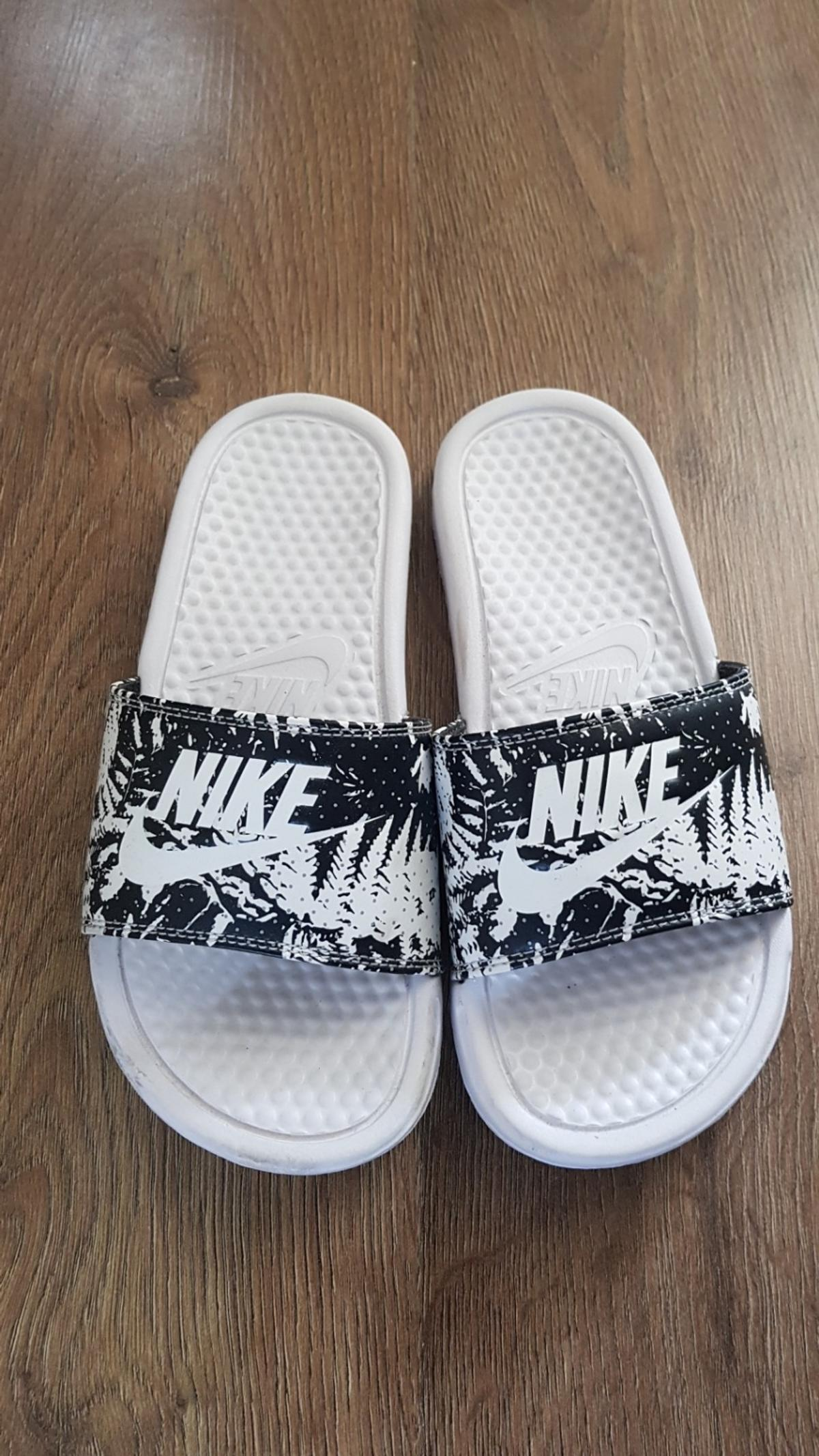 5b46dd4f0 nike slides size 4 in Royal Borough of Greenwich for £8.00 for sale ...