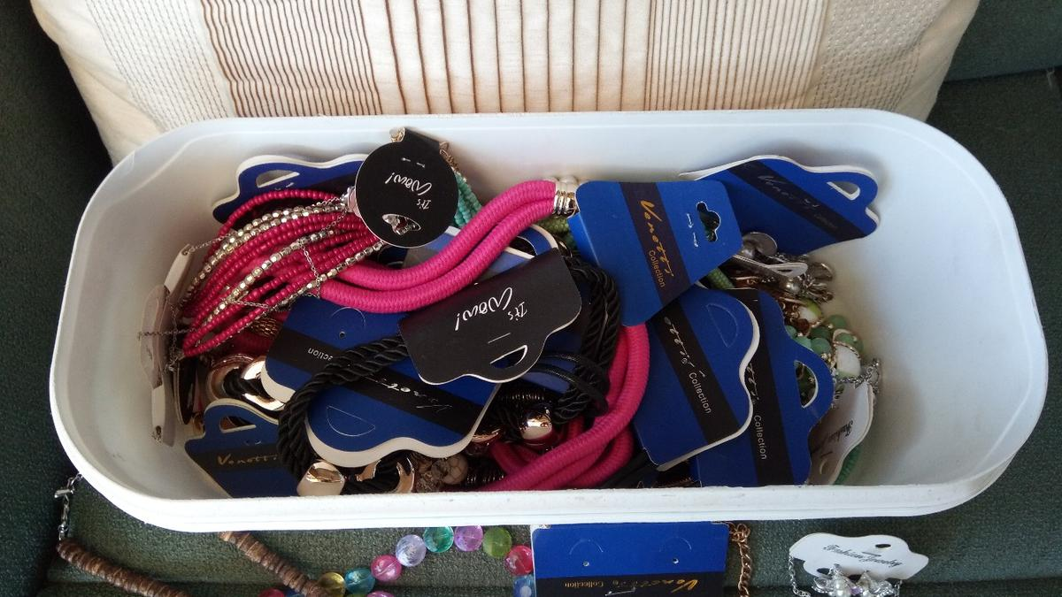 bulk buy - over 35 necklaces - brand new