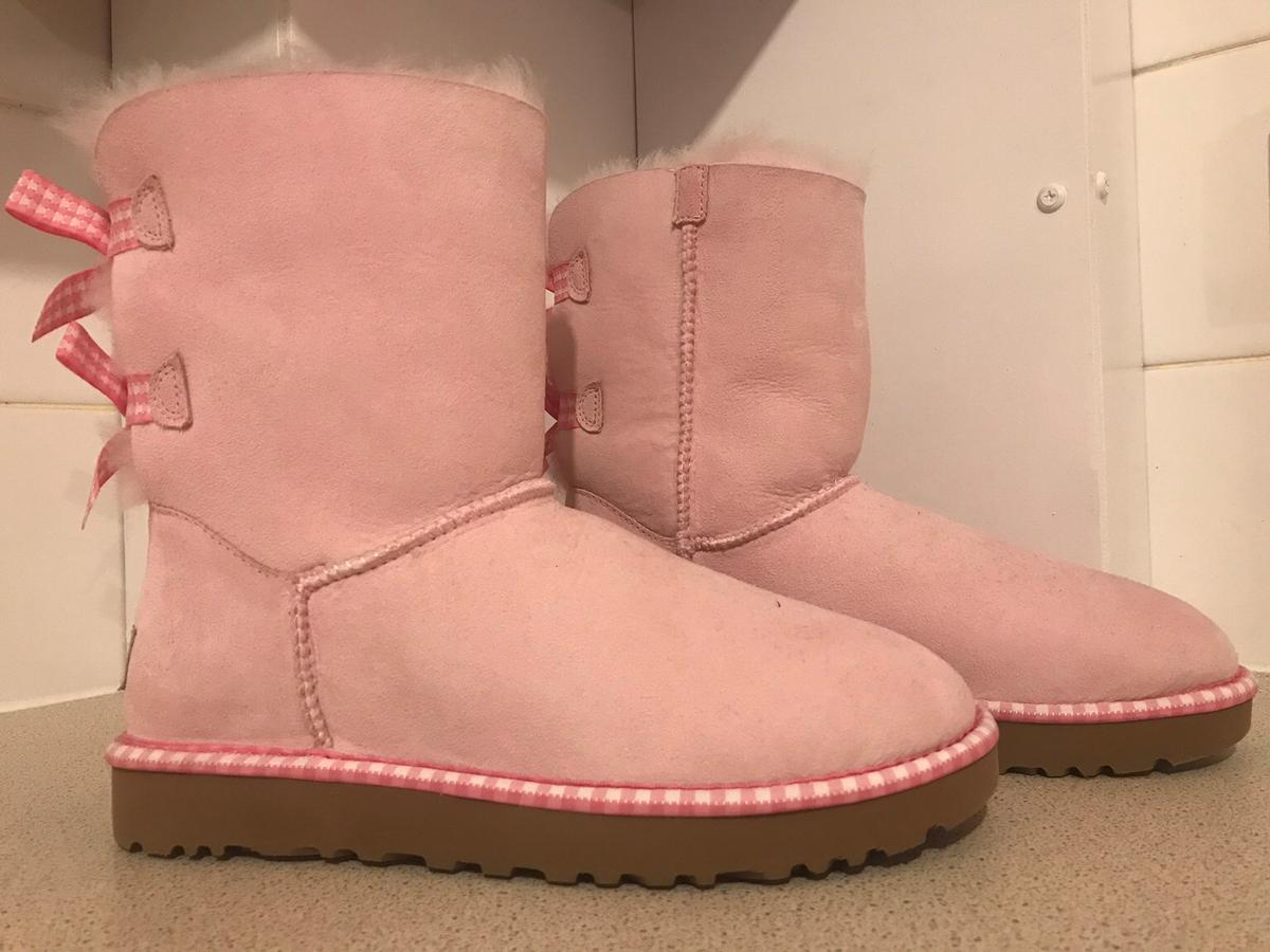 a79b3304032 Genuine Pink Bow Lady Ugg Boots Size 5