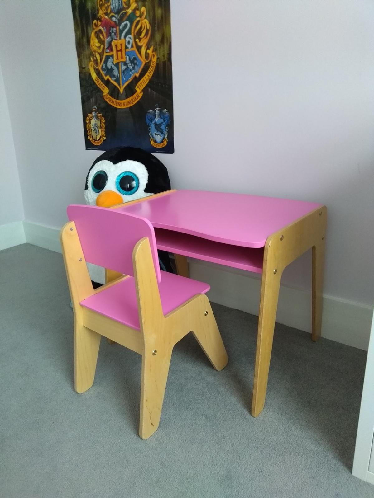 Marvelous Children Pink Wooden Desk And Chair In W14 Fulham For 40 00 Gamerscity Chair Design For Home Gamerscityorg
