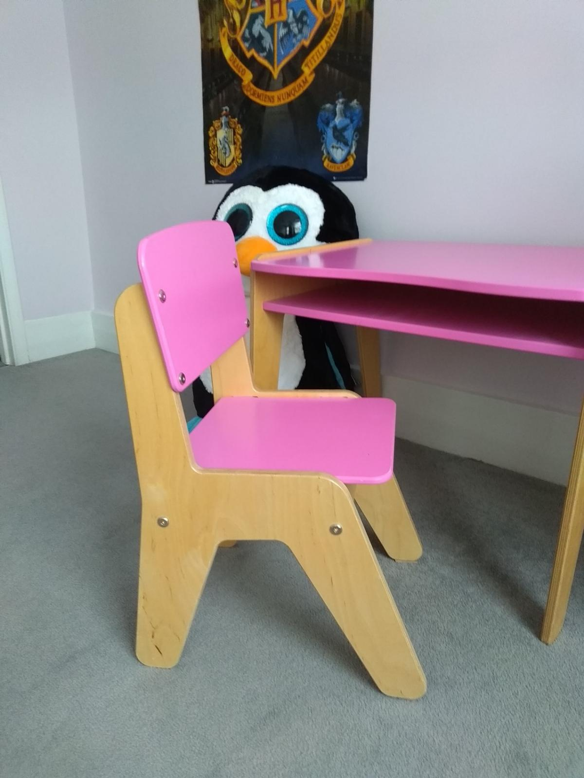 Tremendous Children Pink Wooden Desk And Chair In W14 Fulham For 40 00 Gamerscity Chair Design For Home Gamerscityorg