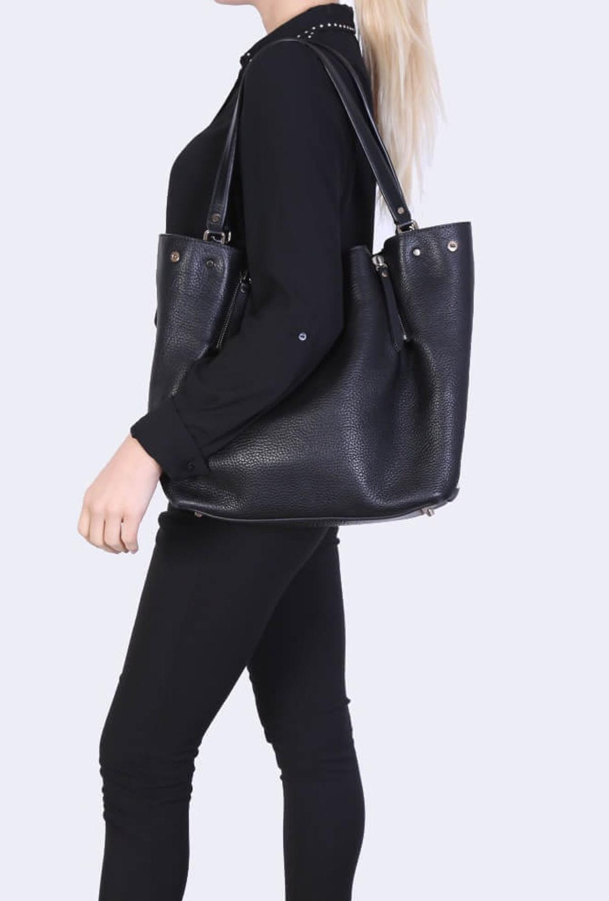 c2c1f82f742b Burberry Maidstone Leather Tote Medium in N1 London for £250.00 for ...
