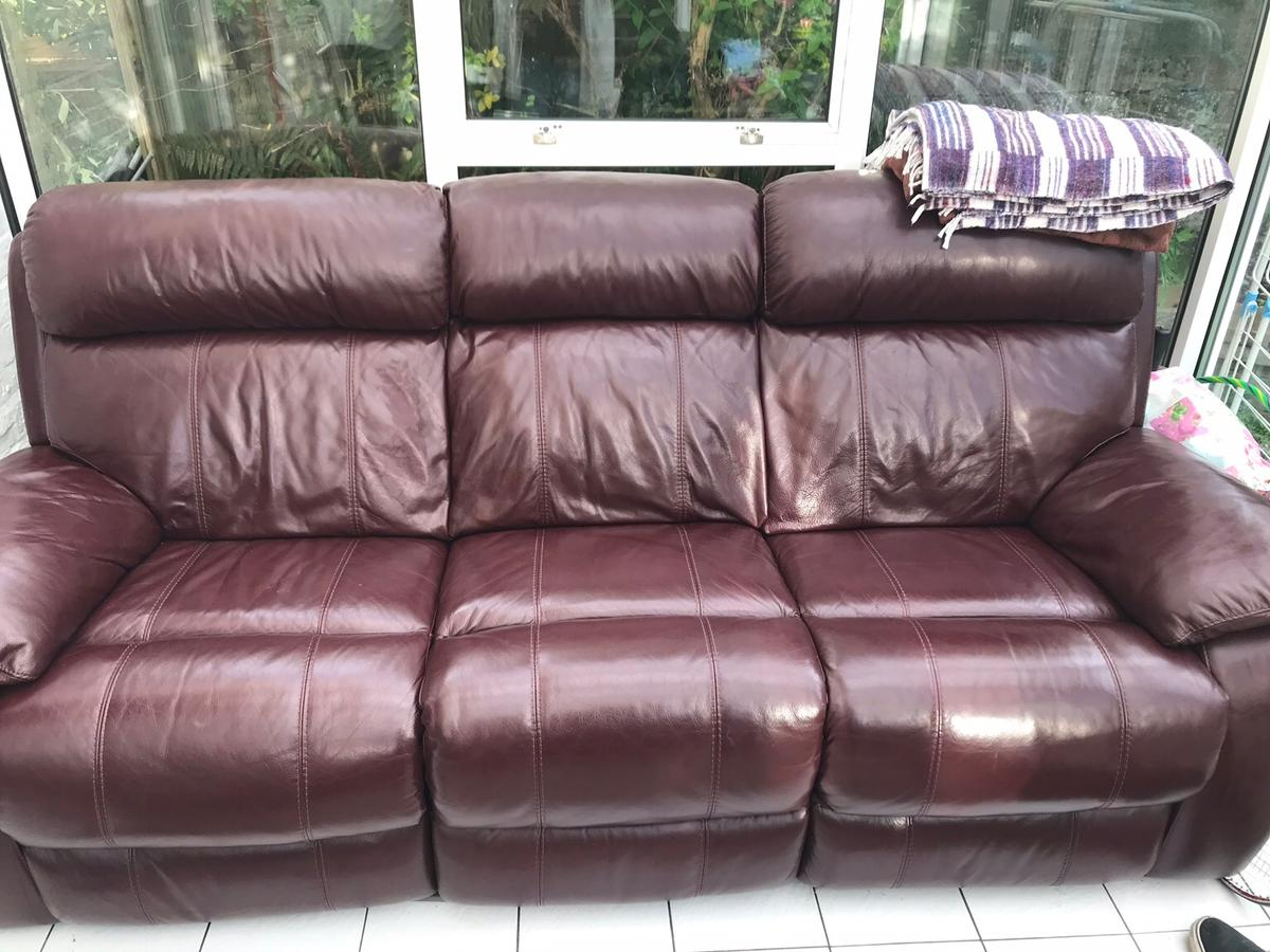 Fabulous Reclining Burgundy Leather Sofa In Eastbourne Fur 280 00 Pabps2019 Chair Design Images Pabps2019Com