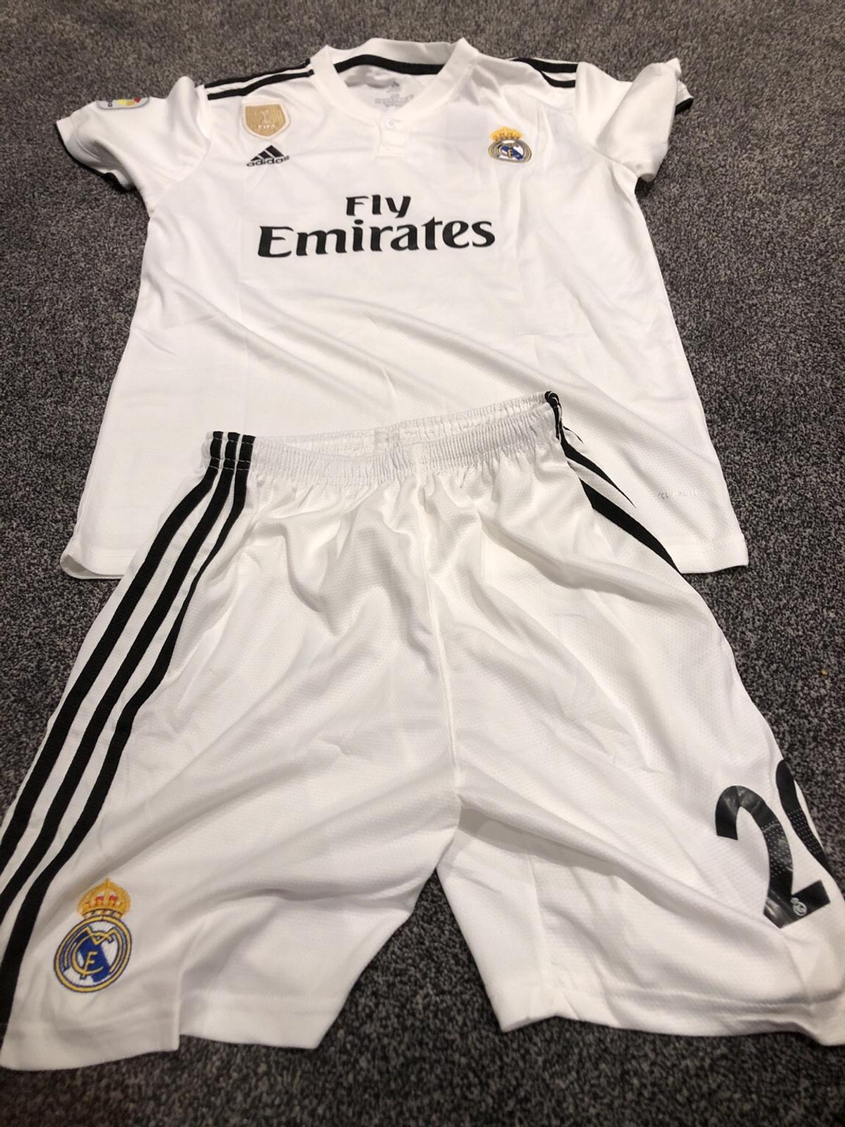 sports shoes ee0eb c469f Real Madrid white kids kit 2018