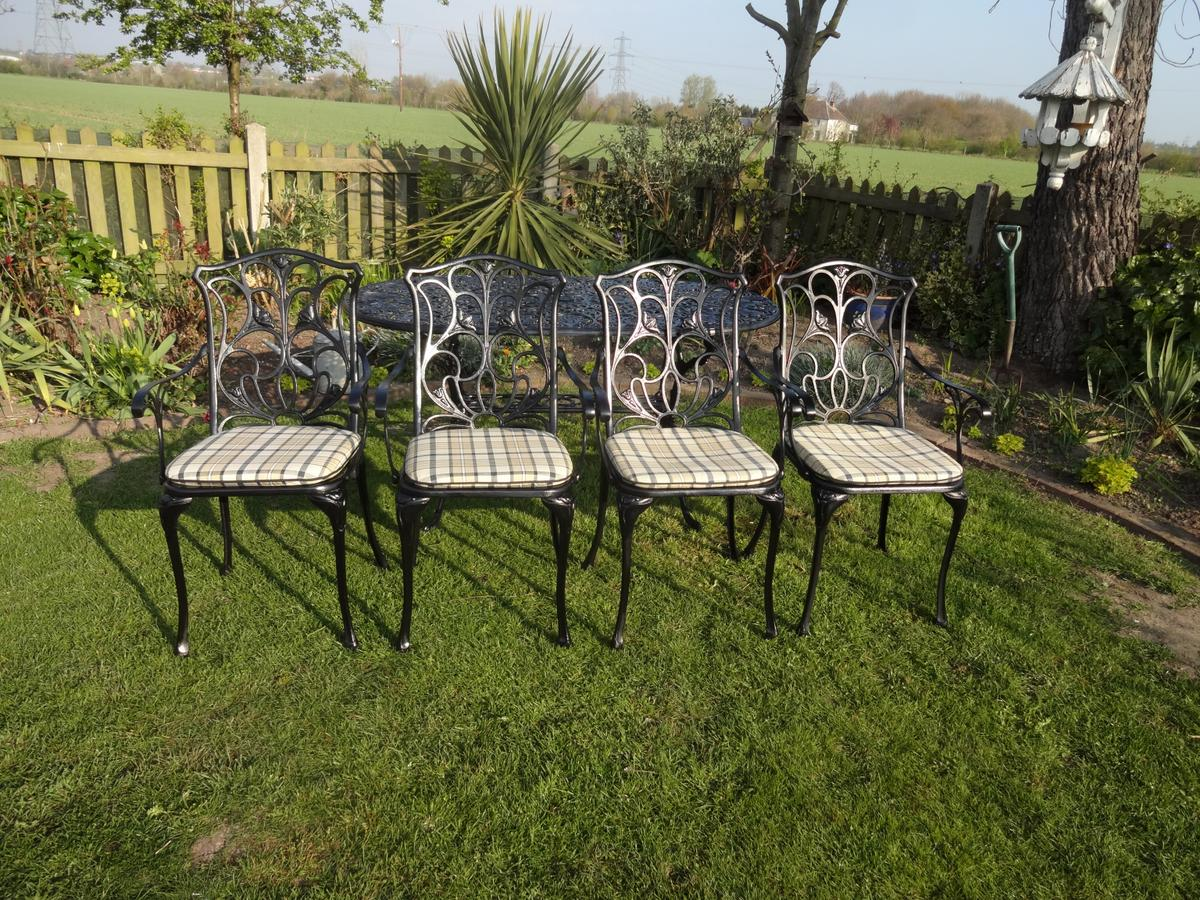 NOVA GARDEN TABLE +10 CHAIRS-LARGE in Chelmsford for £10.10 for