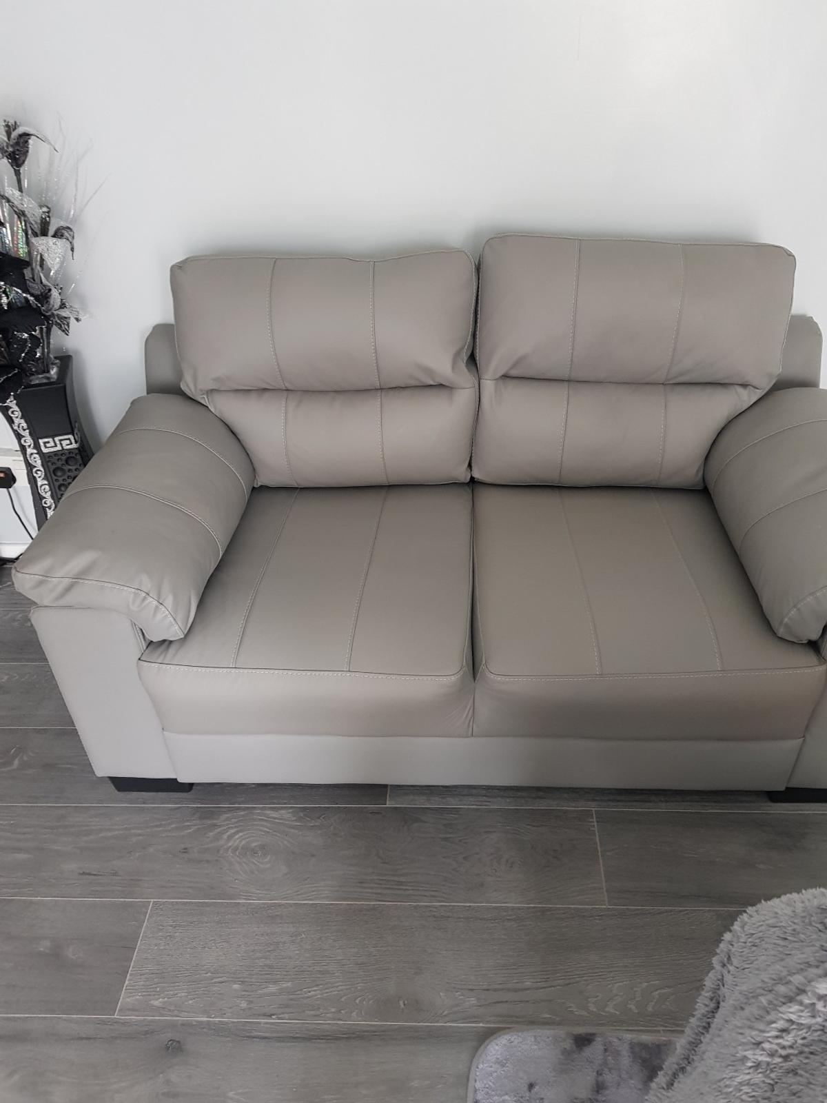 Strange 2 X 2 Light Grey Leather Sofas In B65 Sandwell For 300 00 Home Interior And Landscaping Pimpapssignezvosmurscom
