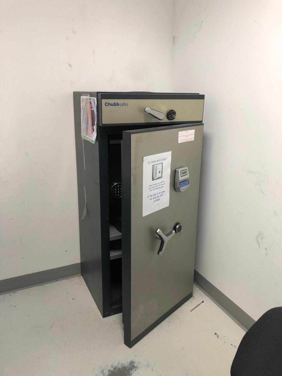 Large Chubb safe electric