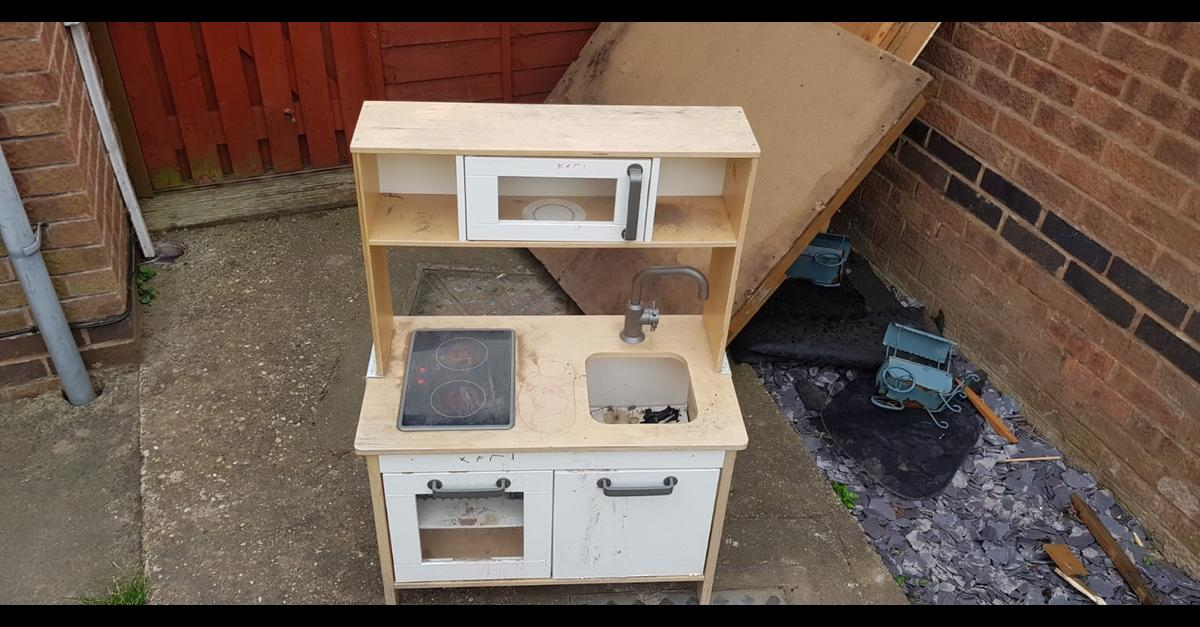 Mud kitchen kids - FREE in NG4 Gedling for free for sale - Shpock