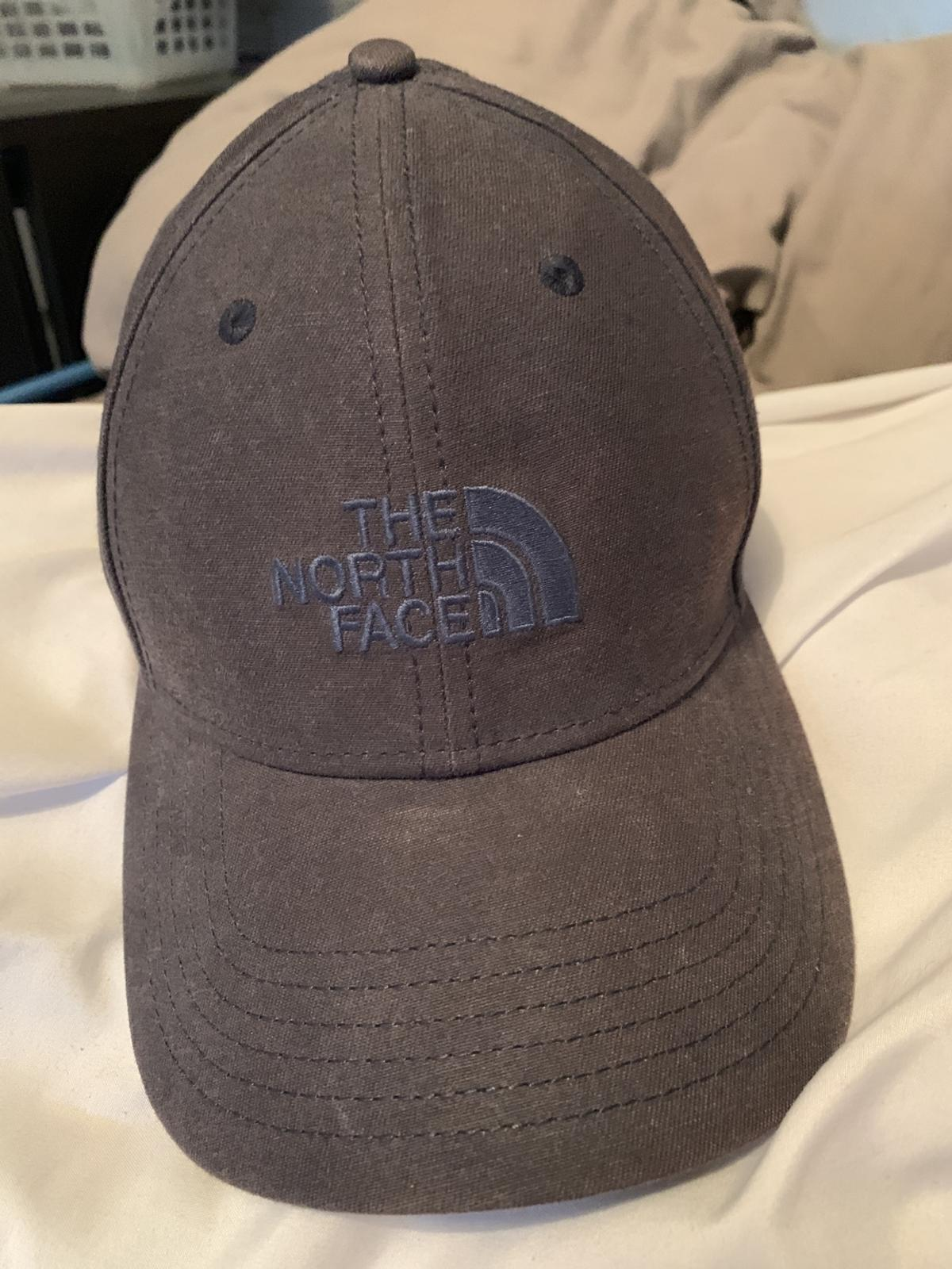 9b008b3a5 The north face hat