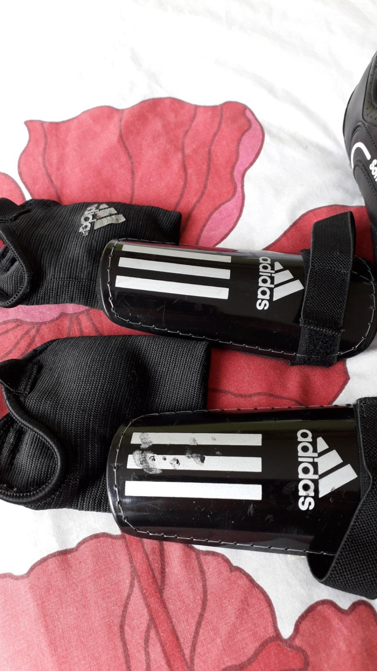 8fdb91ee410 kids football boots and shin pads in SE5 London for £6.00 for sale ...