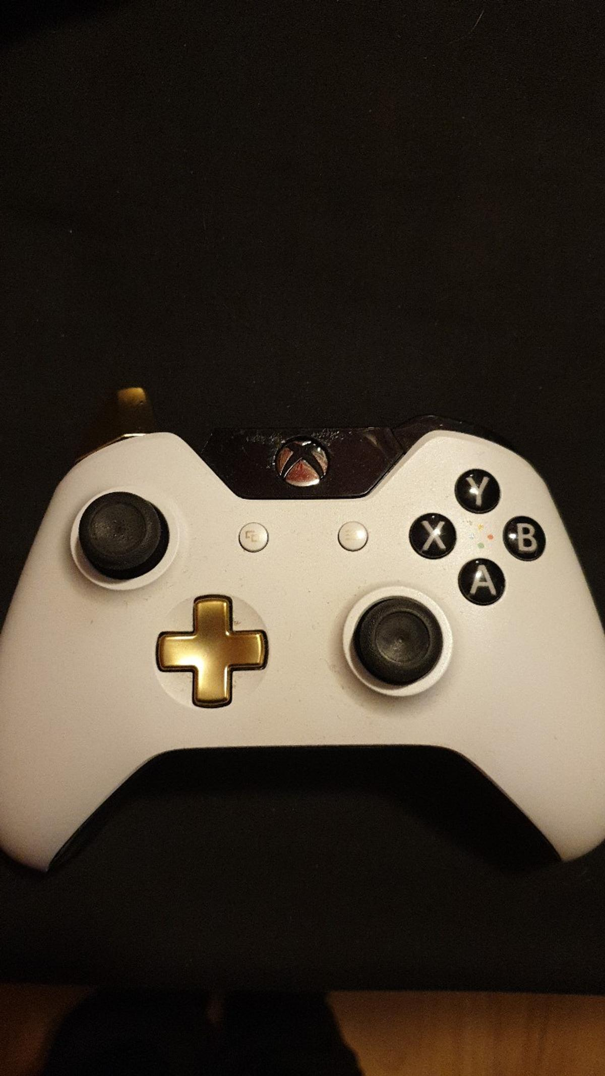 2 Broken Xbox One Controllers in LE4 Leicester for £5 00 for