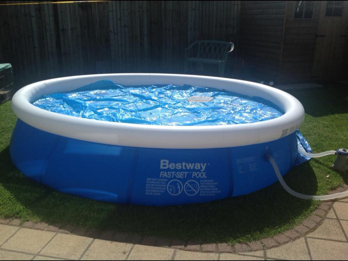 Swimming Pool (Family 12Ft Size) Bestway in Gresford für 65 ...