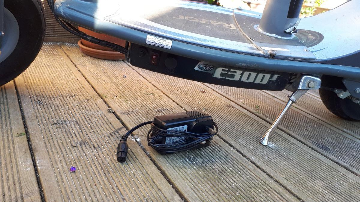 razor e300s electric scooter with seat in CT6 Canterbury for