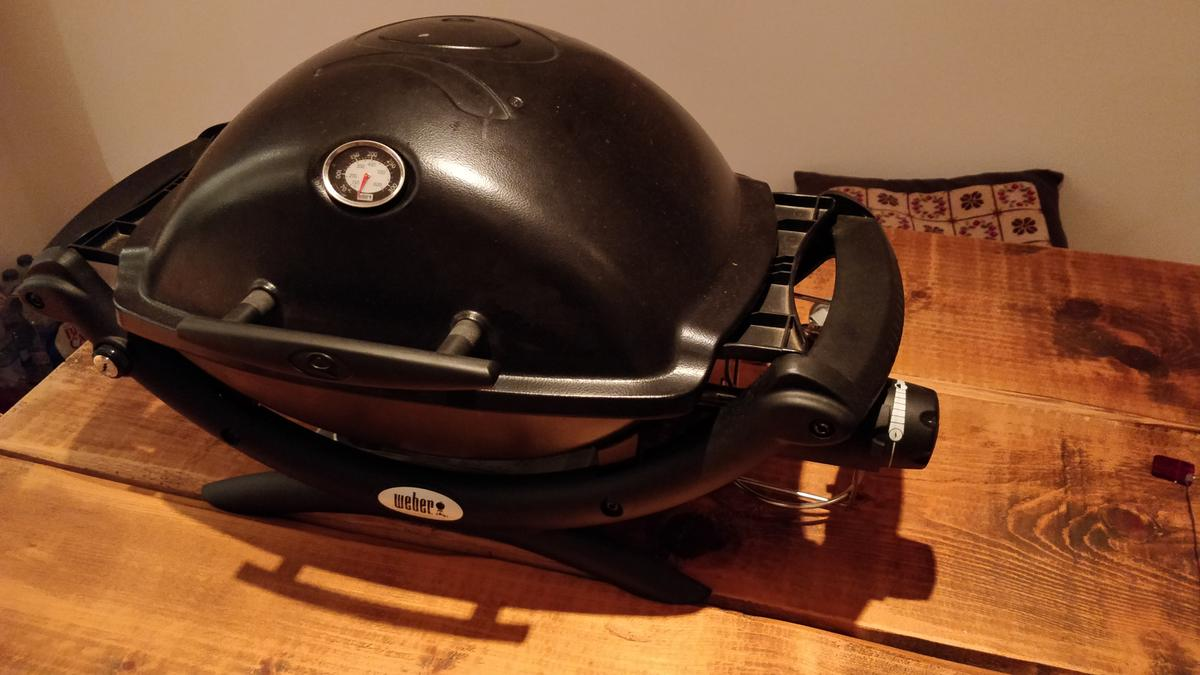 WEBER BABY Q1200 PORTABLE GAS WITH STAND in E14 Hamlets for