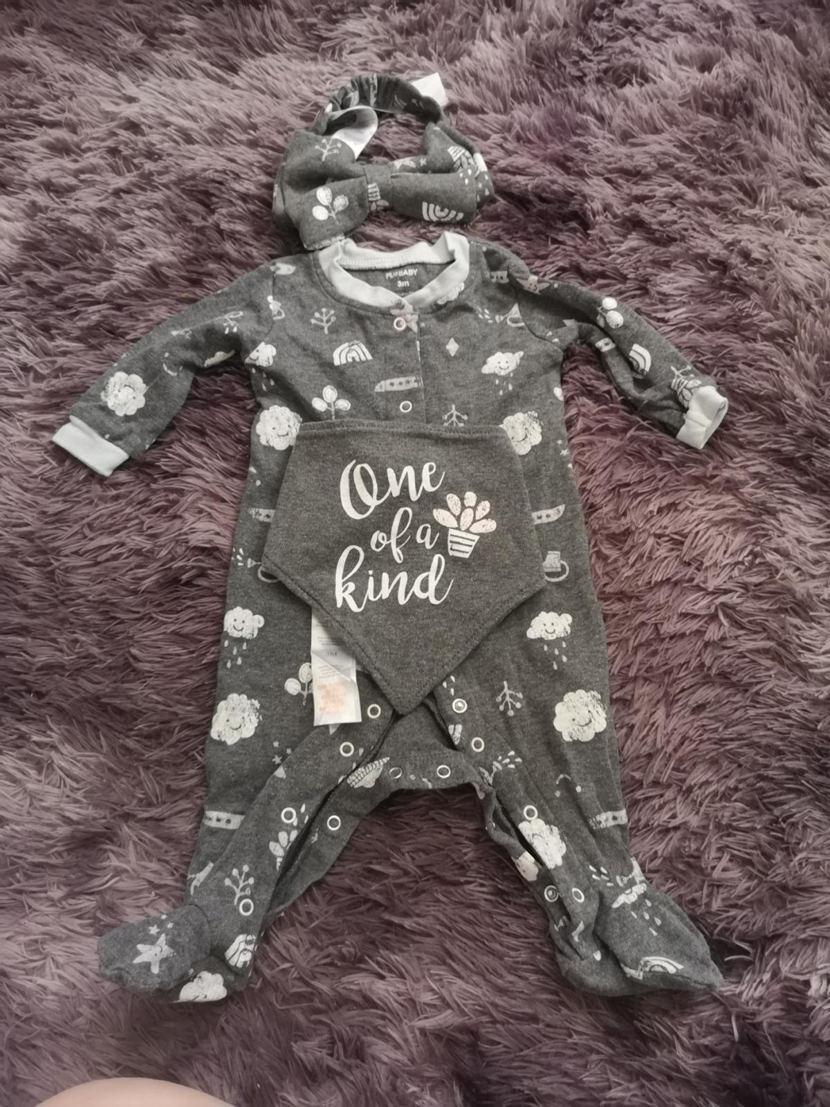 eeacd056d821f baby girl outfits in WV14 Wolverhampton for £3.00 for sale - Shpock