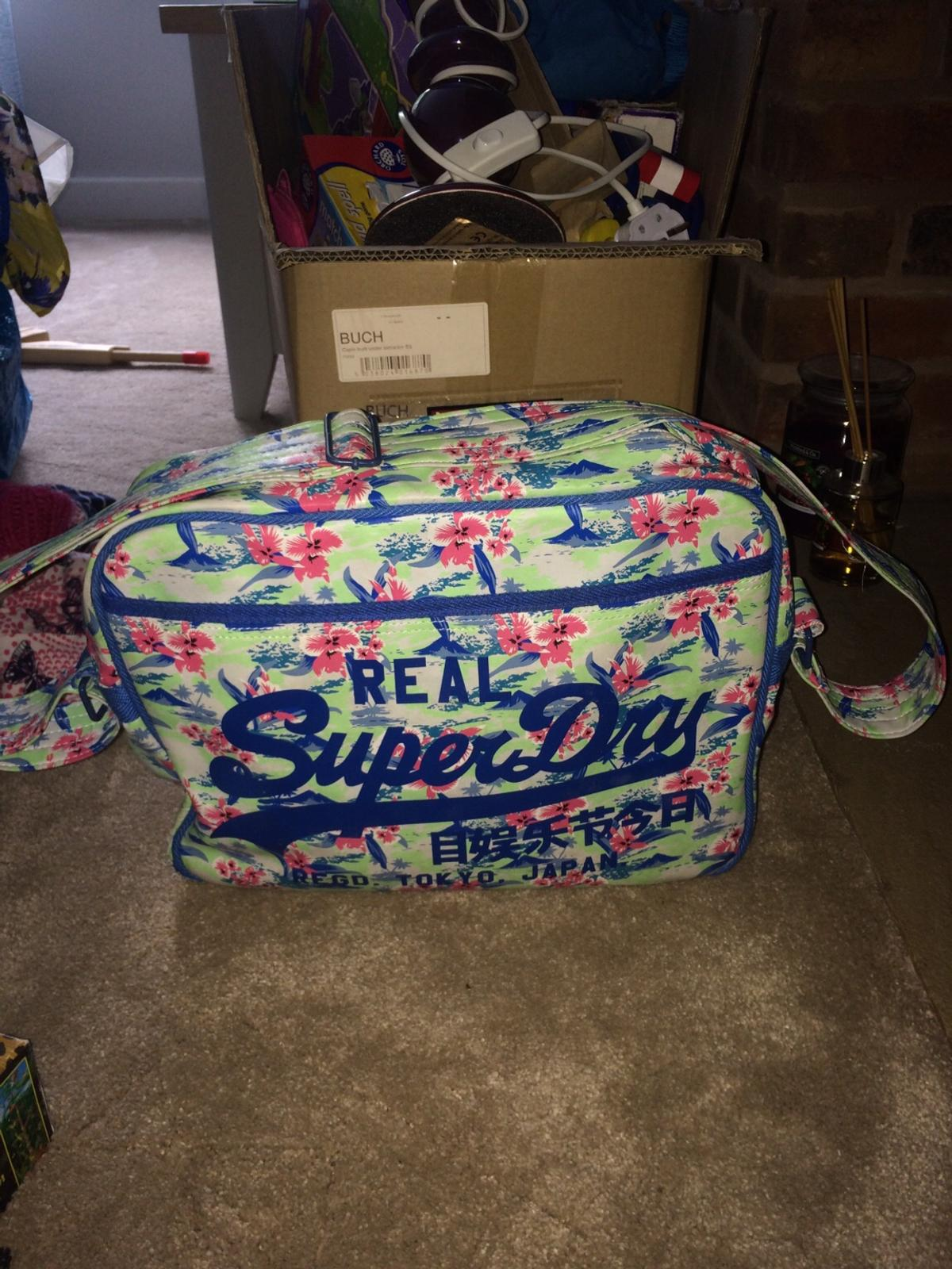 Flowery side satchel hardly ever used and it's in very good condition