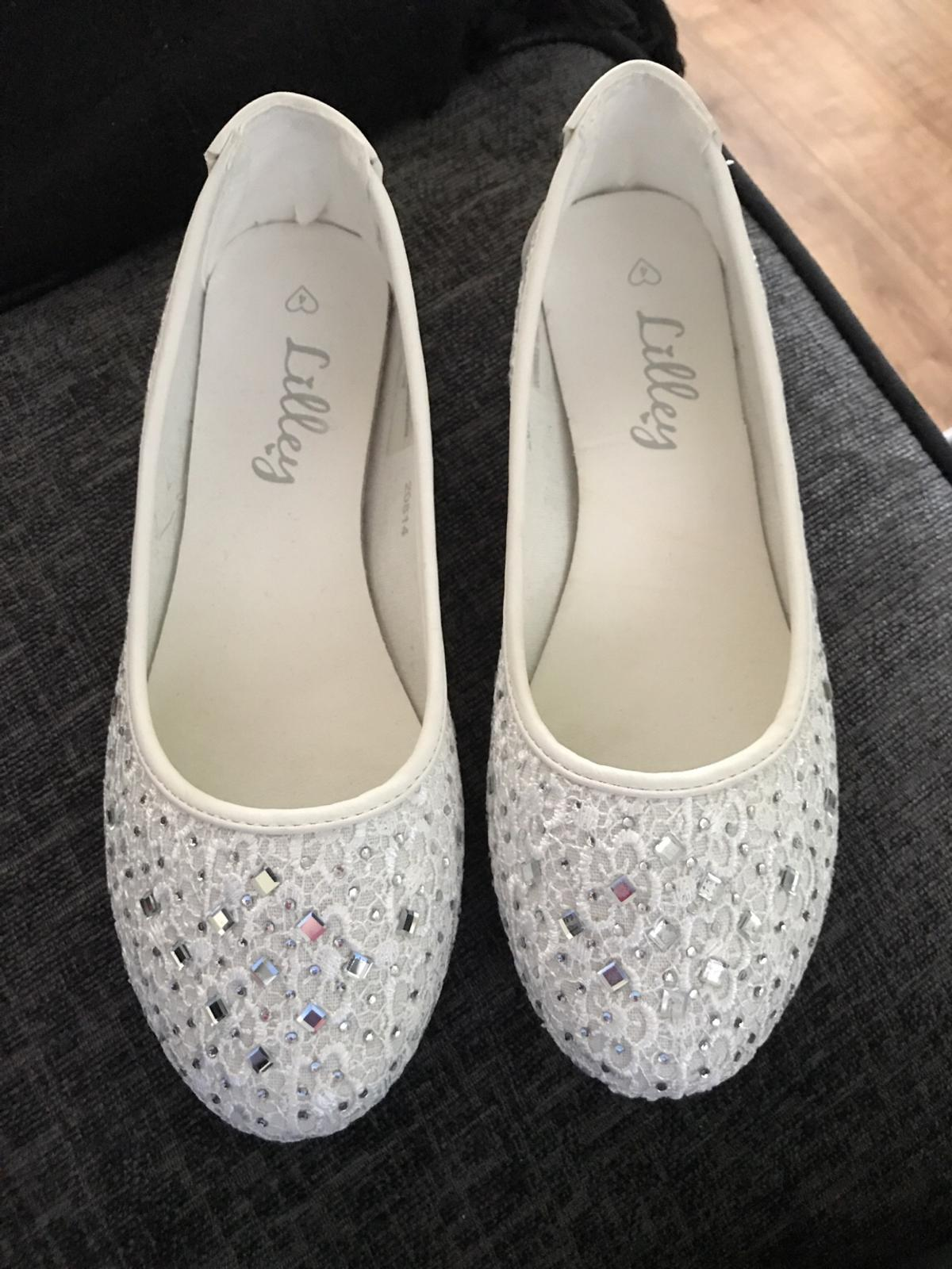A brand new pair of ladies shoes Size 4 Bought wrong size No offers Collection Wordsley area