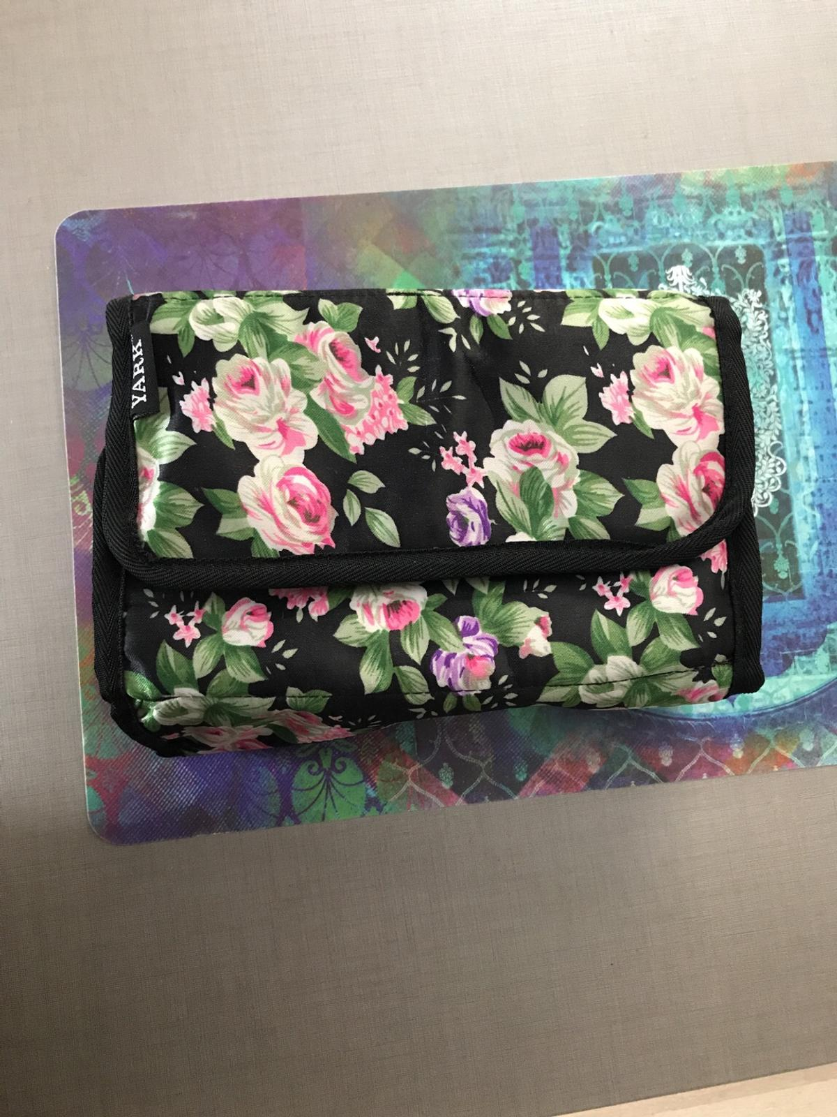 Floral design travel pouch with compartments for jewellery and or makeup. Extremely spacious and protects your things due to unique design!