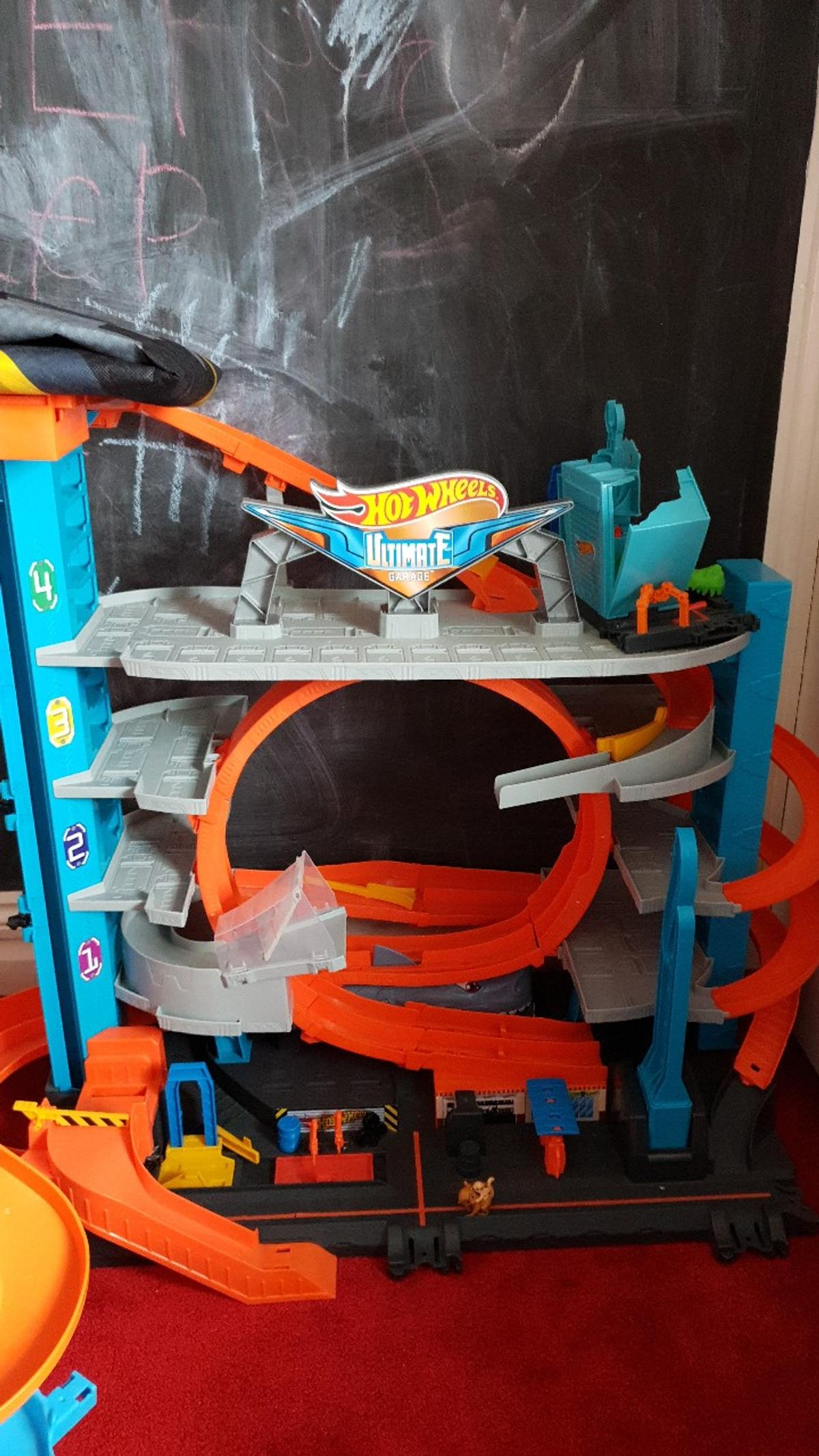 Hot wheels city ultimate garage