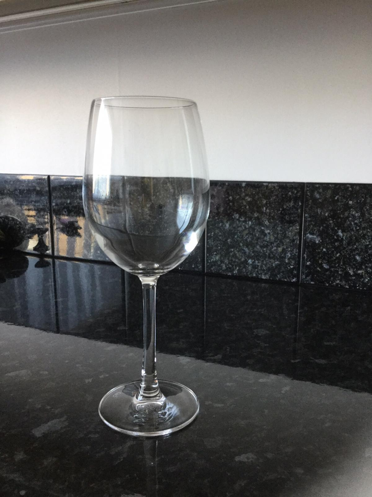 Large wine glass, 22 cm high, no time wasters please, take a look at my other items. I'm in Deal