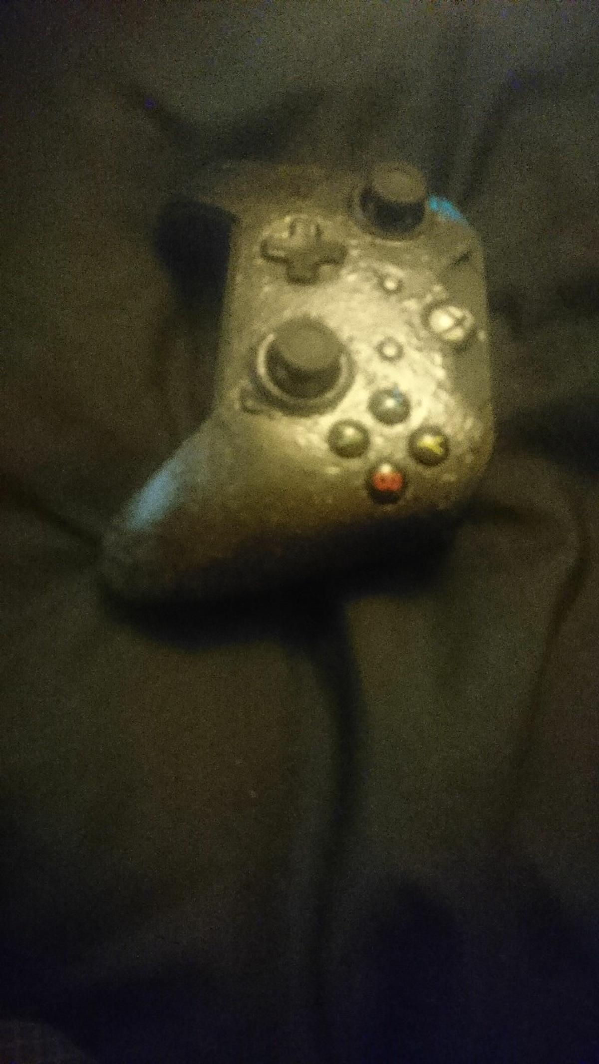 xbox one modded controler with remapable buttons on back of controler, one extra button at front and changeable front face plate comes with a 5 meter power cable. good condition no button sticking or togle drift £30 ono
