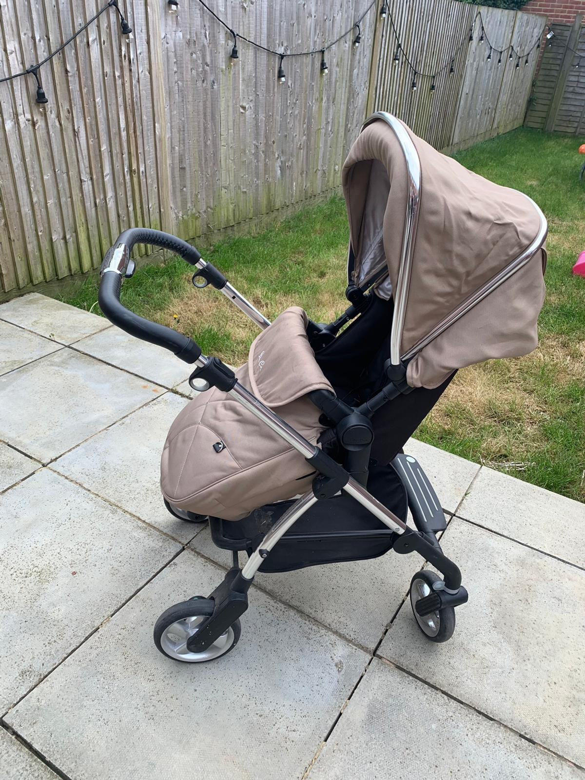 Beautiful single buggy still in good condition, just needs a clean. Brought 3 years ago, paid £800 when new. Stunning pram best colour. Includes Carrycot Rain cover Collection from Hemel Hempstead HP2