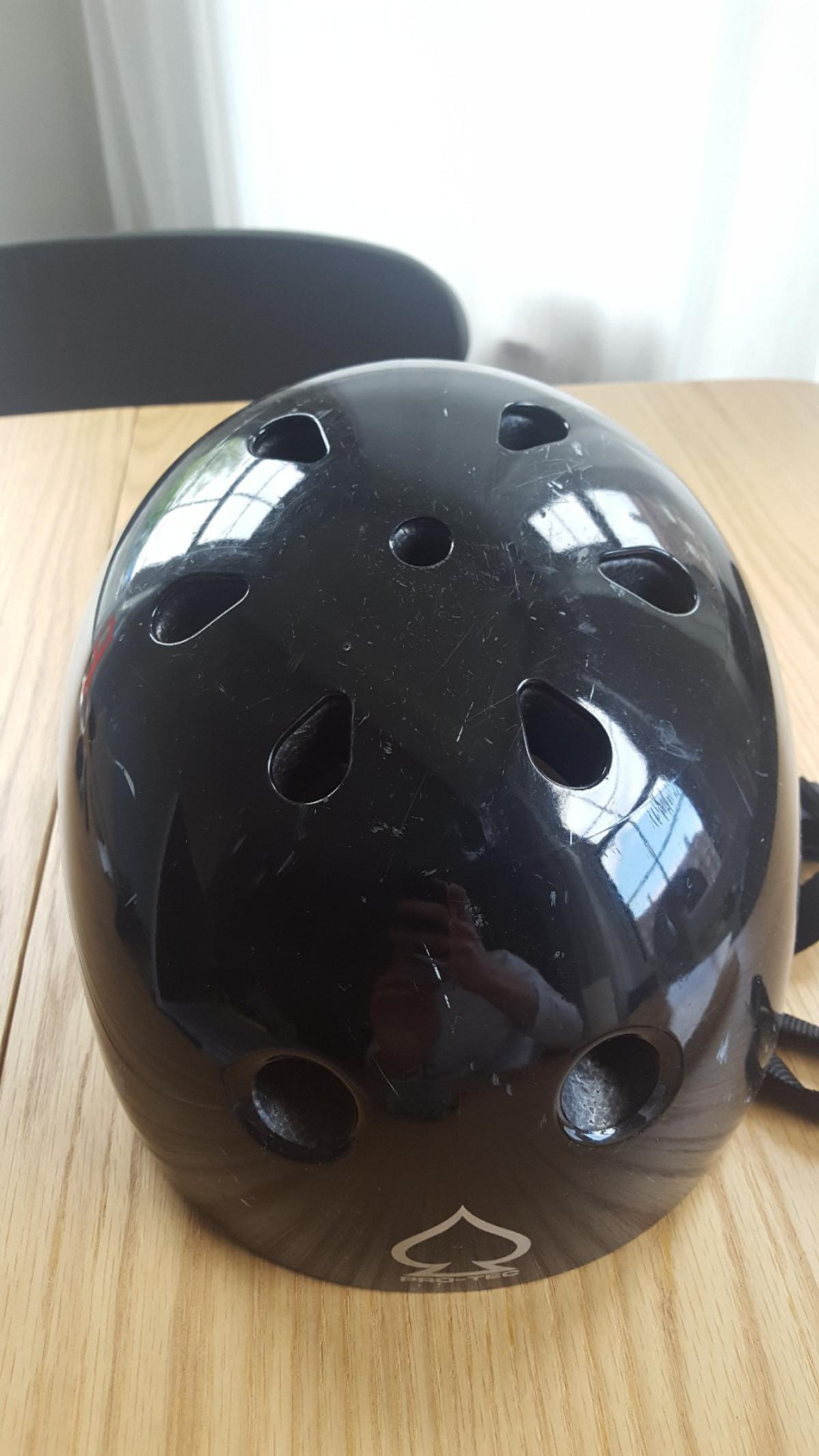 Unisex helmet in size M. Was used for a couple of years but not used since as no longer cycle. Has a foam inside and protective padding with a chin strap.