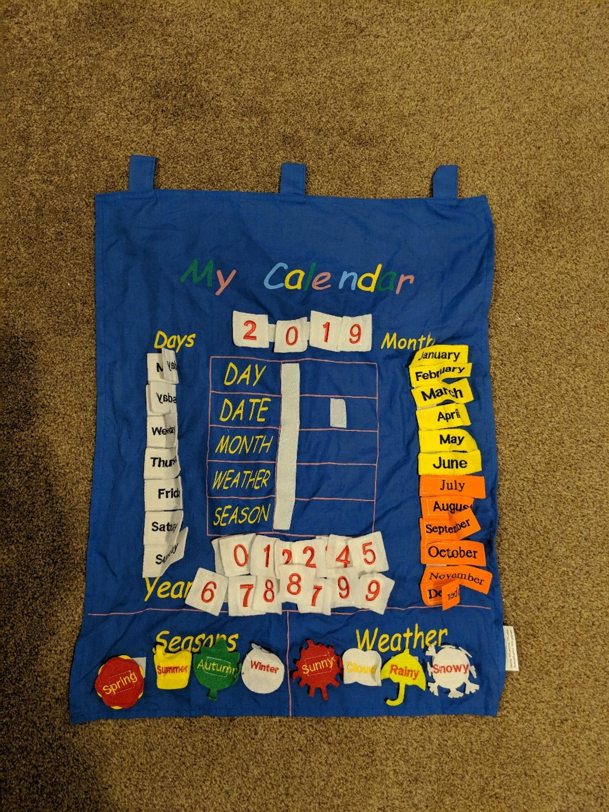 Velcro Calendar for displaying the day, date, month, weather and season. This has been used but is in good condition. Please note it is missing the wooden pole for hanging. Please see my other items. Collection from Bickley. Non smoking home.