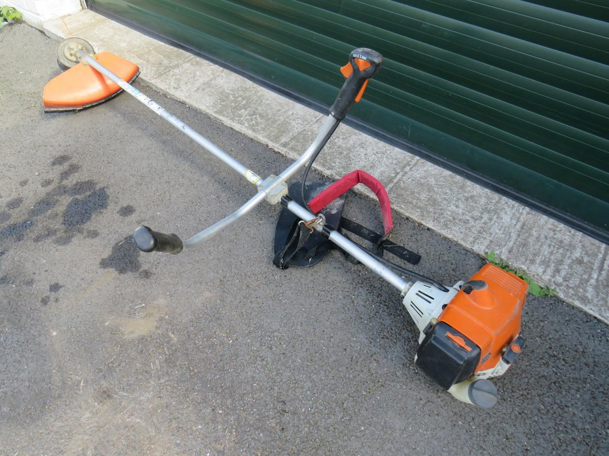 Petrol Strimmer STIHL FS250 Spares or Repair in B63 Dudley for