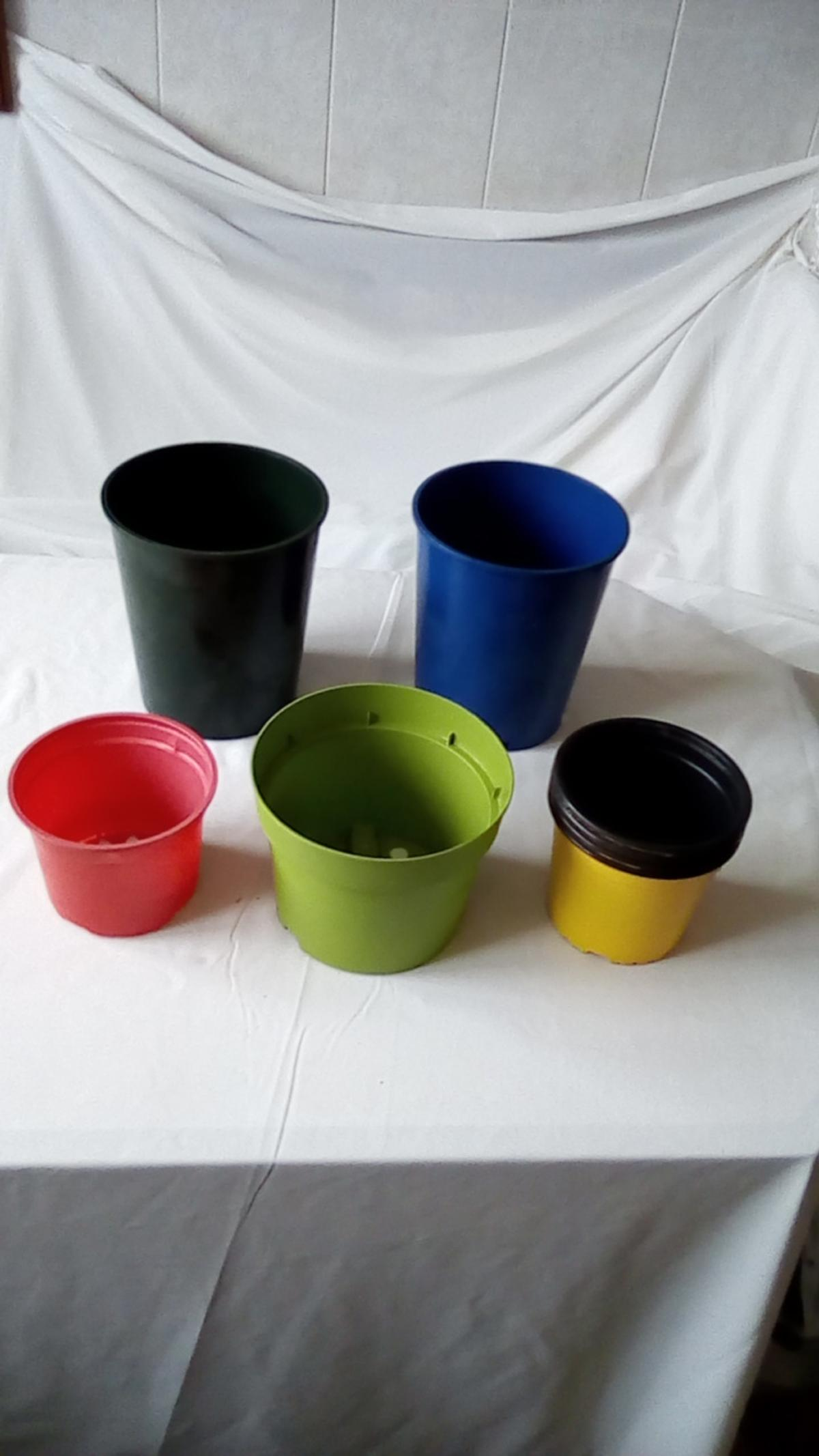 various sizes pink. yellow, light green, dark green and blue, buyer collect