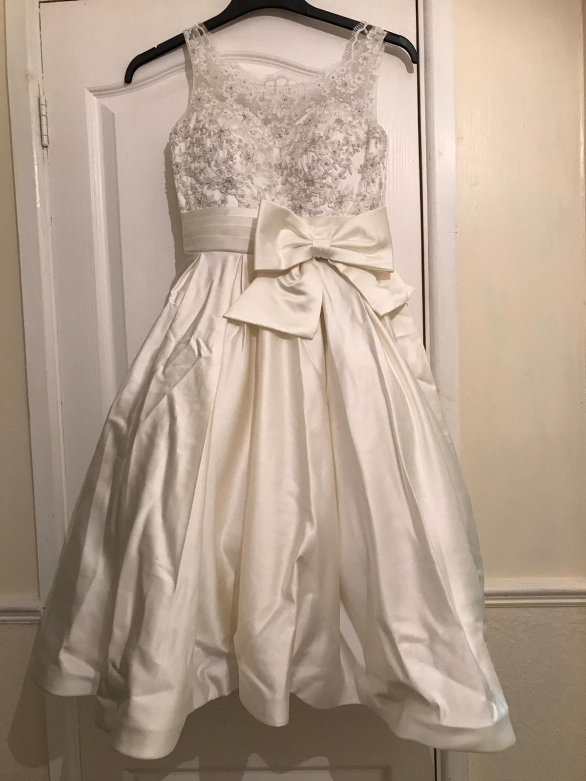 Wedding dress size 8.. Brand new. Any more pics just ask.. Also Selling a purple Bridesmaid dress.. Open to sensible offers.