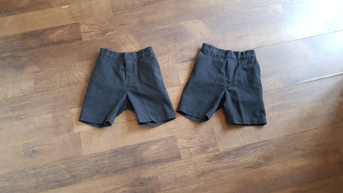 Size 4-5 yrs. Grey Great clean condition Price for both Smoke free home 🏠