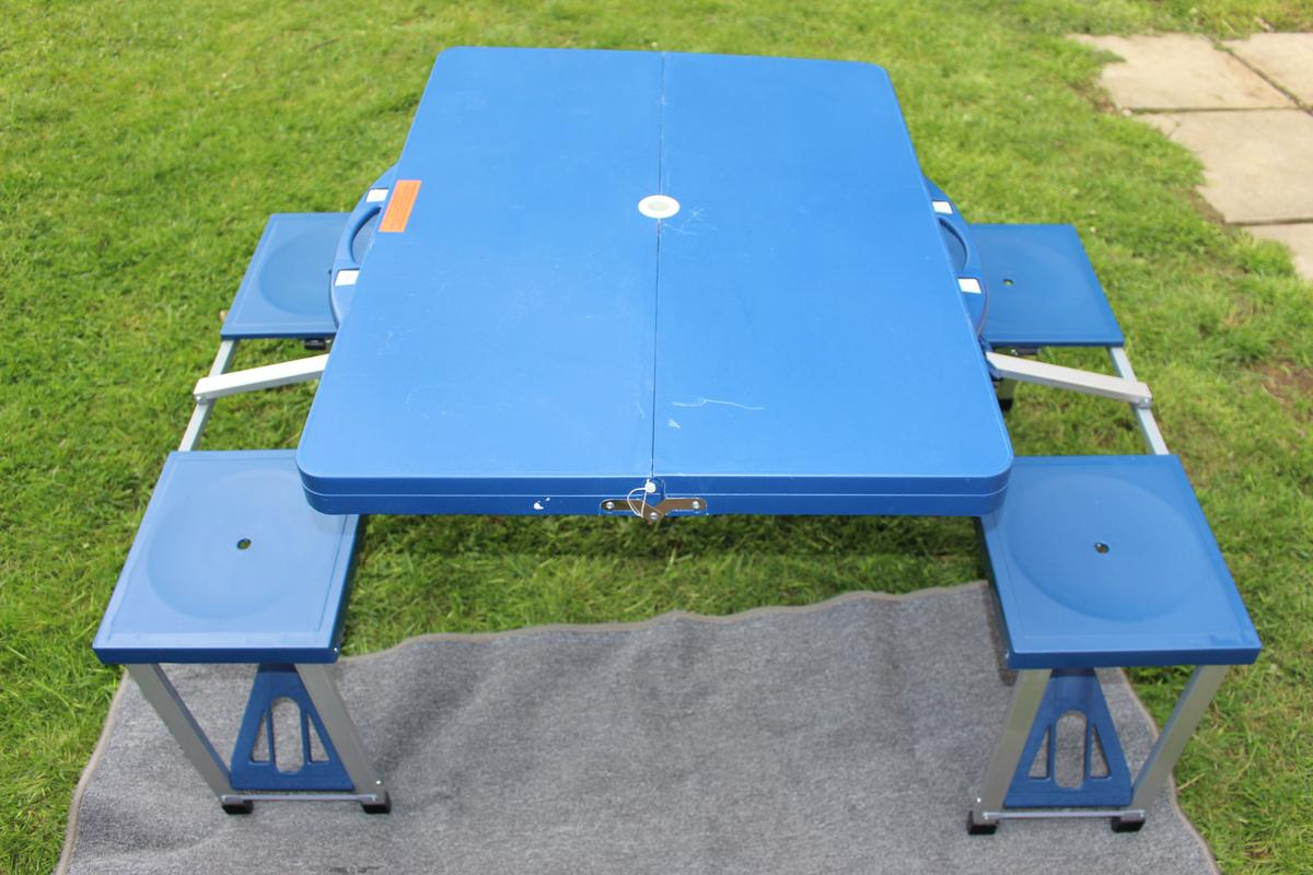 - Portable Folding Picnic Table & 4 Seats In PR2 Preston Für 25,00