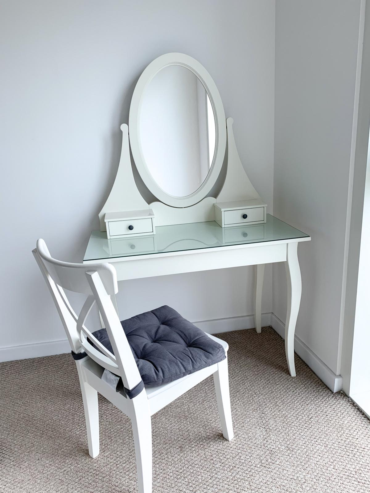 Wondrous White Dressing Table With Mirror And Chair In Cr0 London Fur Ncnpc Chair Design For Home Ncnpcorg