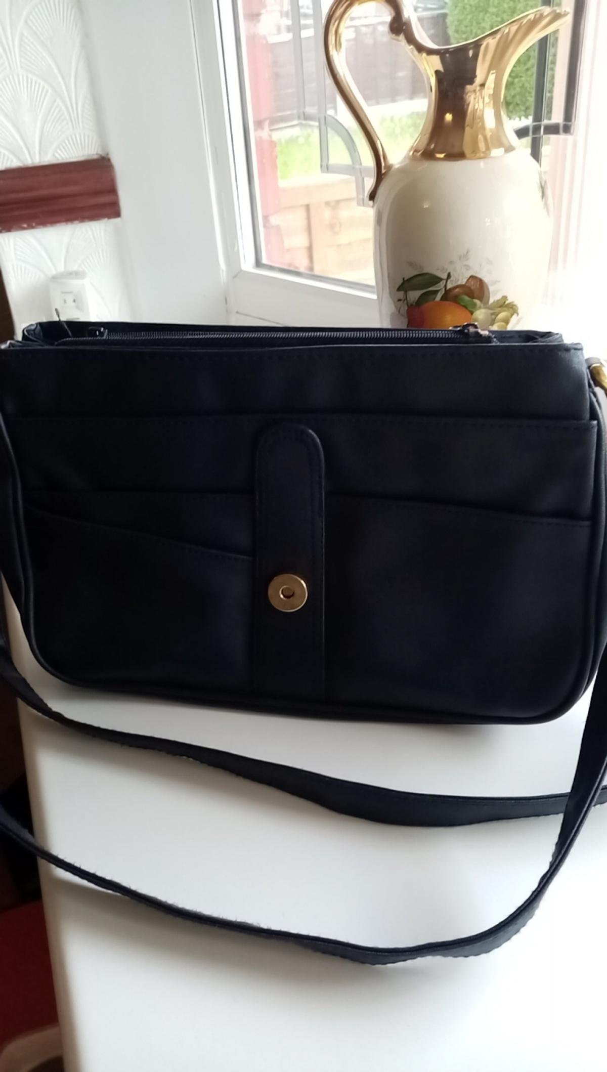 4f678fc385c6 Ladies Navy Shoulder bag in DY4 Sandwell for £3.00 for sale - Shpock