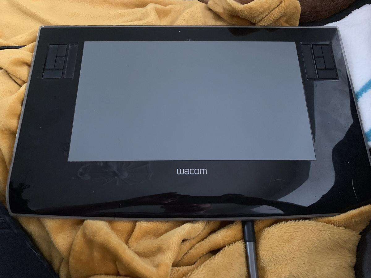 Wacom intuos drawing tablet for pc or laptop